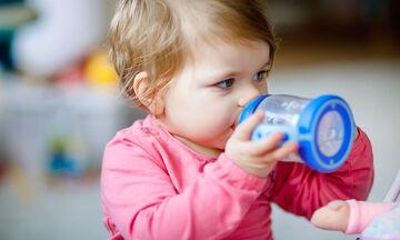 Πότε μπορεί το μωρό να πιει νερό;