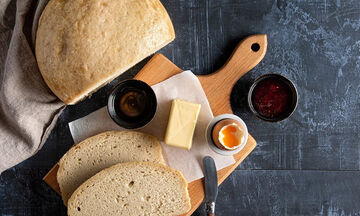 Σπιτικό ψωμί στη χύτρα ταχύτητας από τον Άκη Πετρετζίκη
