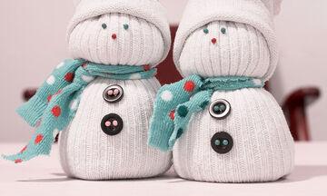 Χειροτεχνίες για παιδιά: Φτιάξτε έναν χαριτωμένο Άγιο Βασίλη από κάλτσες
