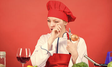Tips για μαμάδες: Εύκολοι τρόποι να κόψετε κρεμμύδια χωρίς δάκρυα