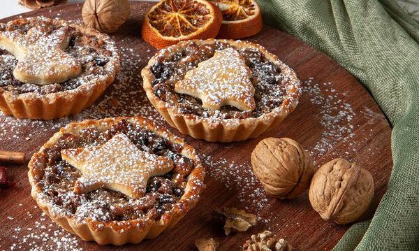 Mince pies: Τα χριστουγεννιάτικα ταρτάκια που θα λατρέψετε