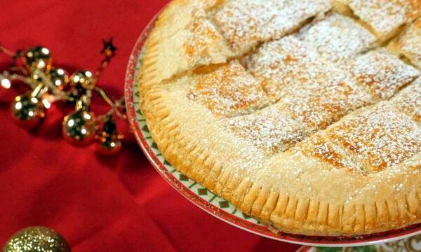 Πανεύκολη γλυκιά πίτα με κρέμα αμυγδάλου για το γιορτινό τραπέζι