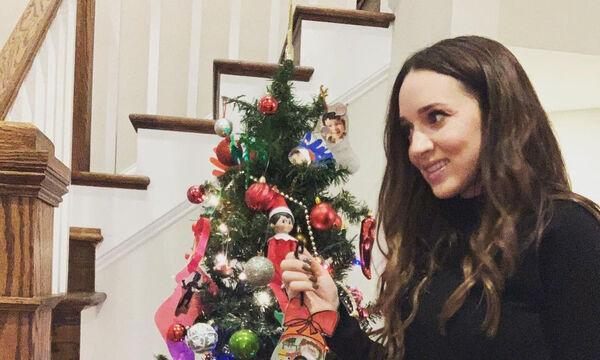 Καλομοίρα: Μας δείχνει το χριστουγεννιάτικο στολίδι των παιδικών της χρόνων