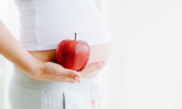 Φρούτα στη διατροφή της εγκύου: Ποια είναι τα πιο ωφέλιμα;