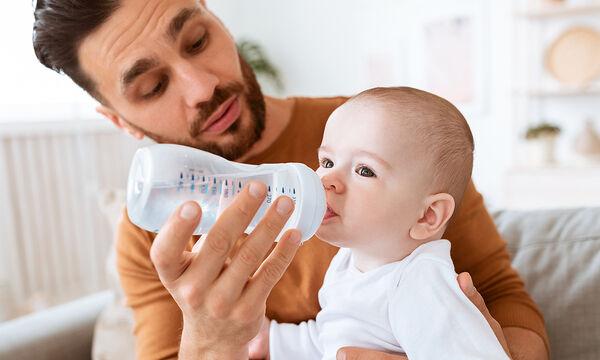 Κάνει τα μωρά να πίνουν νερό;