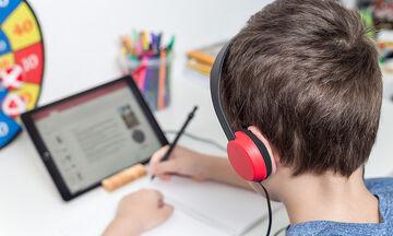 Τα δημητριακά NESQUIK® της Nestlé στέκονται δίπλα στα παιδιά, διευκολύνοντάς τα στην τηλεκπαίδευση