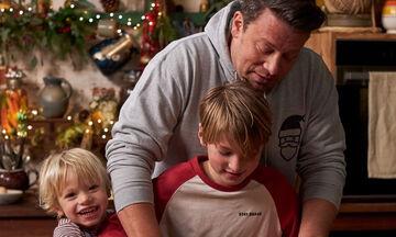 Ο Jamie Oliver φτιάχνει χριστουγεννιάτικο τιραμισού με τον μικρό River