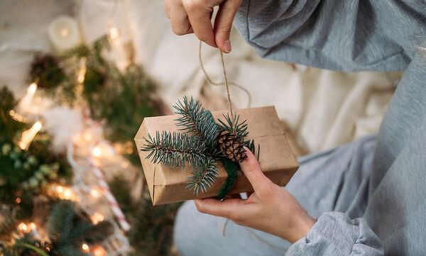Έτσι θα συσκευάσετε μόνες σας τα χριστουγεννιάτικα δώρα σε χρόνο dt