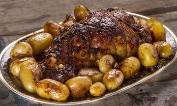 Συνταγή για να φτιάξετε το χοιρινό μπούτι στον φούρνο του Άκη