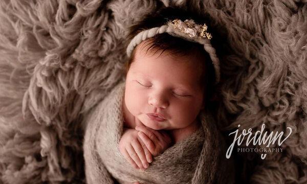 Αυτά τα μωρά που φωτογραφίζονται ενώ κοιμούνται θα σας κλέψουν την καρδιά