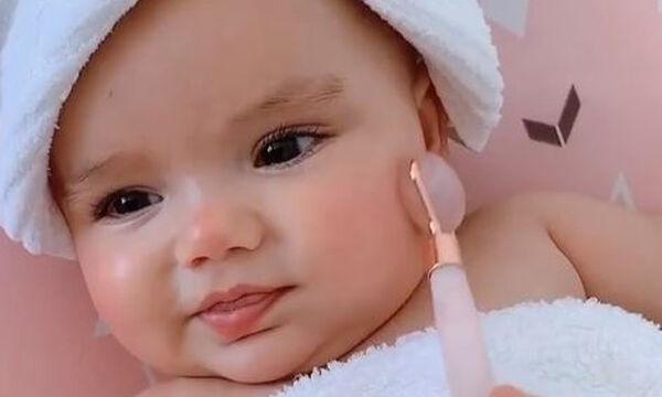 Αυτό το 9 μηνών μωρό έχει καλύτερη ρουτίνα ομορφιάς απ' ό,τι εμείς (vid)