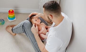 Μπαμπάδες και μωρά σε ξεκαρδιστικές στιγμές (vid)