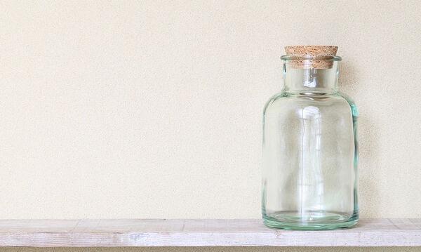 Δείτε τι μπορείτε να φτιάξετε με ένα γυάλινο μπουκάλι και σιλικόνη (vid)