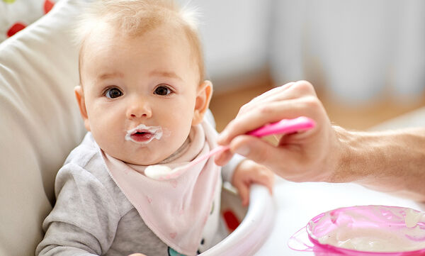 Σε ποια ηλικία μπορούν τα μωρά να τρώνε γιαούρτι;