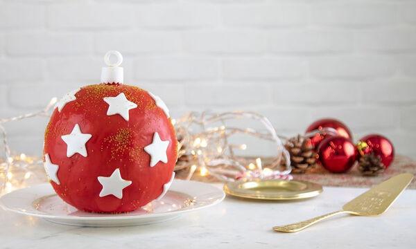 Τούρτα χριστουγεννιάτικη μπάλα από τον Άκη Πετρετζίκη