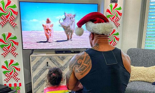 Dwayne Johnson: Δημοσίευσε τις πιο απολαυστικές χριστουγεννιάτικες φώτο