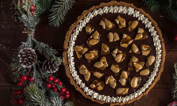 Τάρτα σοκολάτας με καραμελωμένα αμύγδαλα από τον Άκη
