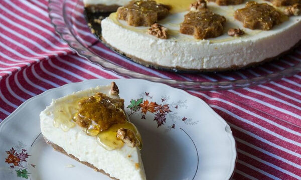 Cheesecake με μελομακάρονα από τον Άκη Πετρετζίκη