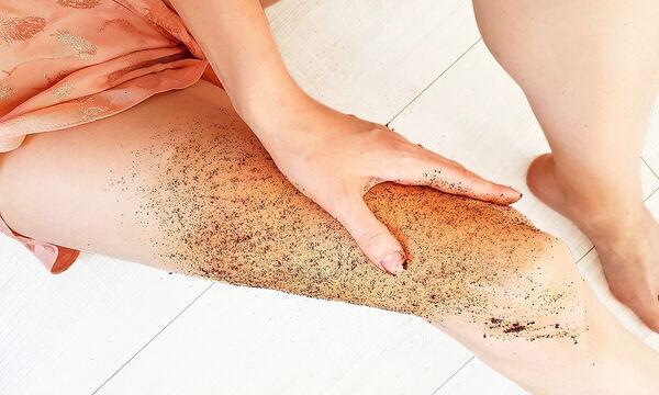 Tips για μαμάδες: Scrub με 3 υλικά για την αντιμετώπιση της κυτταρίτιδας