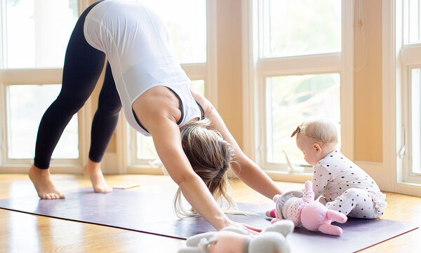 Γυμναστική για μαμάδες: 5λεπτο πρόγραμμα ασκήσεων για απώλεια λίπους