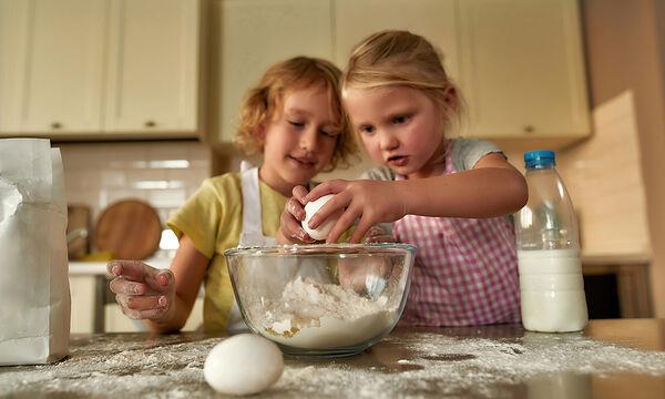 Μαγειρεύουμε παίζοντας: Μπισκότα βουτύρου με 3 υλικά (vid)