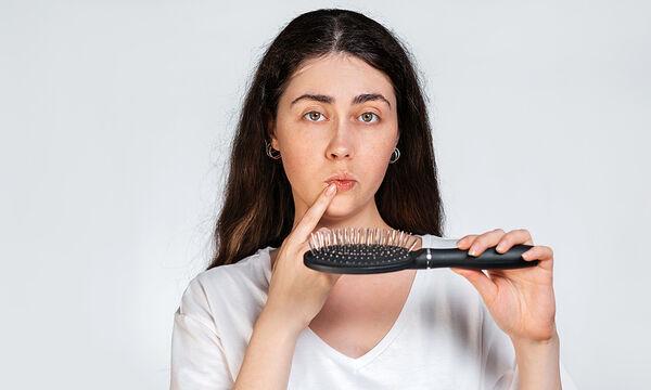 Tips για μαμάδες: Πώς να καθαρίσετε εύκολα τις βούρτσες των μαλλιών σας