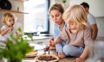 Tips για μαμάδες: Αυτά τα κόλπα μαγειρικής σίγουρα δεν τα γνωρίζετε (vid)