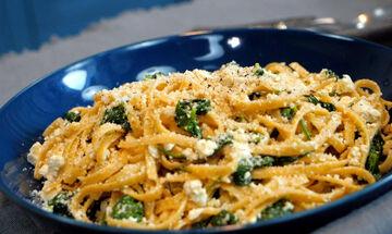 Πανεύκολη συνταγή για λινγκουίνι ολικής άλεσης με ανθότυρο & σπανάκι