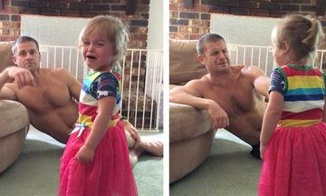 Μπαμπάς βρήκε ένα τέλειο κόλπο για να σταματήσει η κόρη του να κλαίει