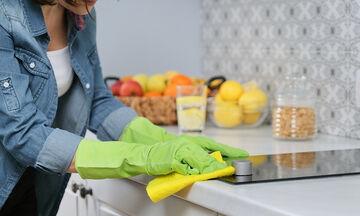 Tips για μαμάδες: 29 εύκολα κόλπα για να λάμψει η κουζίνα σας (vid)