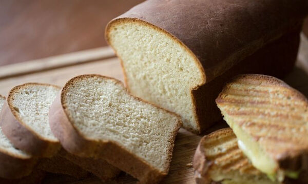 Σπιτικό ψωμί του τοστ από τον Άκη Πετρετζίκη
