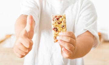 Σπιτικές μπάρες δημητριακών σε τέσσερα βήματα