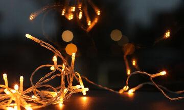 5 ιδέες για να διακοσμήσετε τα φωτάκια στο σπίτι και μετά τα Χριστούγεννα