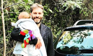 Αλέξανδρος Μπουρδούμης:Ο γιος του ξεκίνησε τις στερεές τροφές & τον ταΐζει