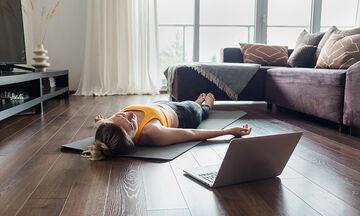 Γυμναστική για μαμάδες: 10λεπτο πρόγραμμα pilates (vid)
