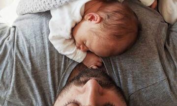 Απολαυστικά στιγμιότυπα μπαμπάδων με τα μωρά τους (pics)