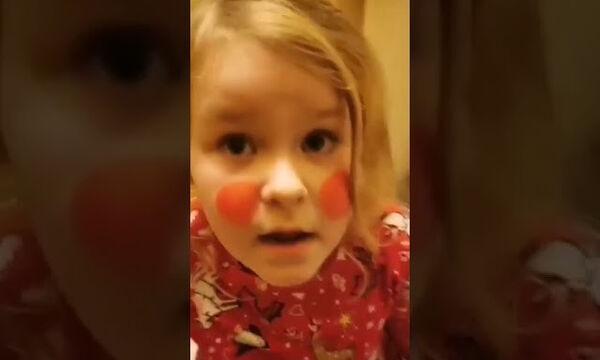 «Είμαι 6 ετών, γιατί δεν μπορώ να πάω στην παμπ;» - Δείτε το viral βίντεο
