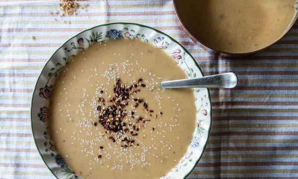 Βελουτέ σούπα με ταχίνι και πλιγούρι από τον Άκη Πετρετζίκη