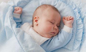 5+1 λόγοι που κρατάνε ξύπνιο το μωρό το βράδυ