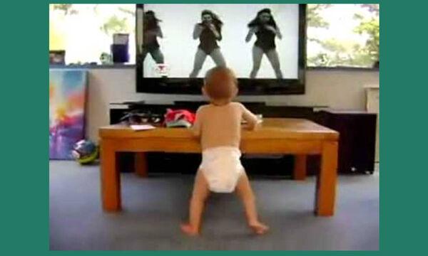 Απολαυστικό βίντεο: Μωράκι ακούει Beyonce και το ρίχνει στο χορό