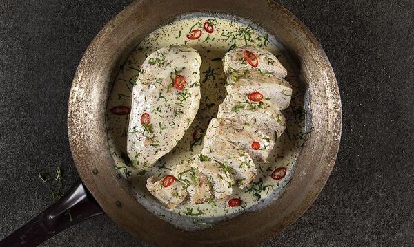 Κοτόπουλο αλά κρεμ με 4 υλικά από τον Άκη Πετρετζίκη