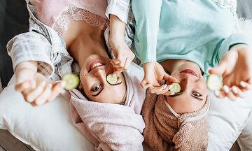 Tips για μαμάδες: Σπιτικές μάσκες αντιγήρανσης με αγγούρι