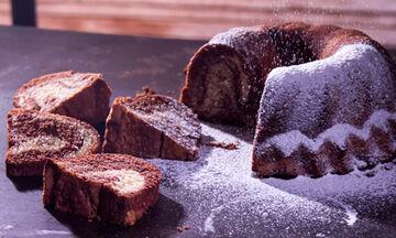 Κλασικό μαμαδίστικο κέικ βανίλια σοκολάτα