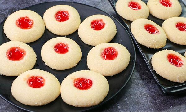Μαγειρεύουμε παίζοντας: Μπισκότα με μαρμελάδα και 3 ακόμα υλικά