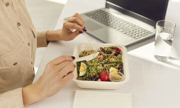 Πώς θα κάνουμε το φαγητό στο γραφείο λιγότερο βαρετό;