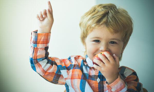 Συνταγές για να φάνε τα παιδιά τα μήλα ευχάριστα (vid)