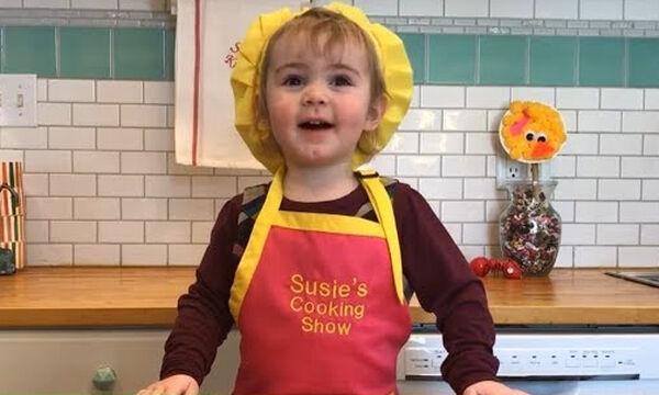 Δίχρονη σεφ φτιάχνει σοκολατένιο κέικ σε χρόνο dt και γίνεται viral