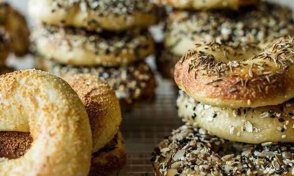 Σπιτικά bagels - Δείτε πώς θα τα φτιάξετε