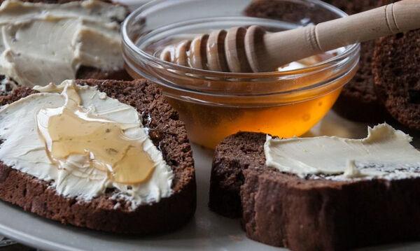 Εύκολο σοκολατένιο ψωμί έτοιμο σε λιγότερο από μία ώρα