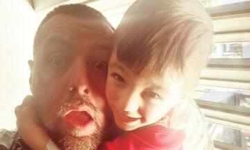 Ο γιος του Μάνου Παπαγιάννη ξαναχτυπάει - Πώς κάνει όταν βλέπει γλυκό;